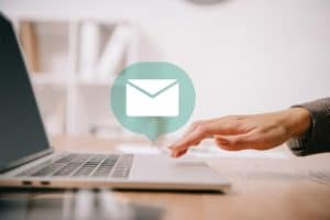 woman receive an email